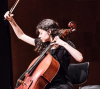 Mariona Camats, tocant el violoncel