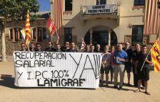 Treballadors i Comitè de Lamigraf, a l'Ajuntament