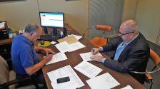 Andreu González i Jordi Llull, signant el conveni